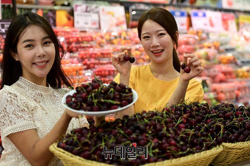 Turkish cherries hit Korean retail shelves